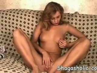 Sweetie brincando com sua vagina _ redtube free