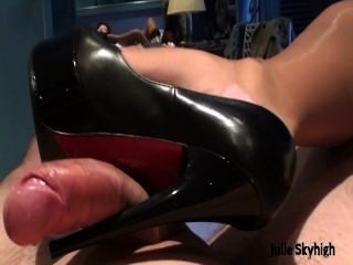 Julie skyhigh francês slut adora cum em seu rosto em lingerie \u0026 meias