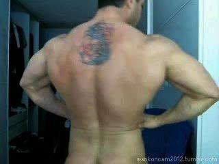 Hunk músculo cums duas vezes em cam.