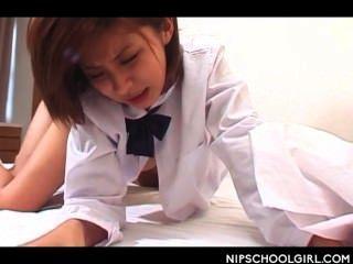 Japanese school girl cunt pregado doggy estilo pela primeira vez