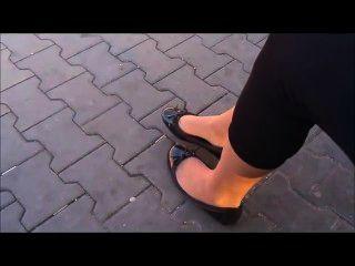 Ballet flats e nylons shoeplay