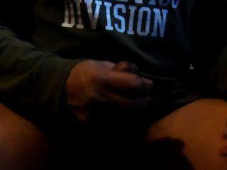 Me perto de jacking fora e tiro grande carga de esperma na minha mão