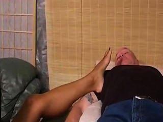 Pálido escravo adora pés de ébano anjo deusa