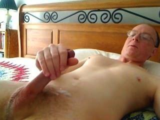 Na minha cama acariciando ao clímax