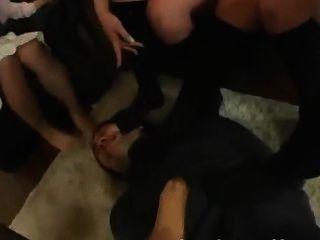 Pé fetiche pés femdom