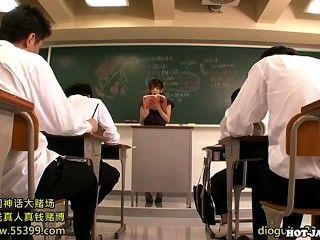 Meninas japonesas atacam professora privada lustful em university.avi