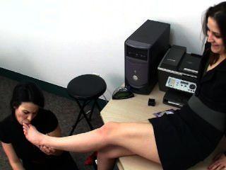 Adoração de pés de escritório