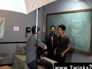 Cena gay quente apenas um outro dia no escritório das twinks do ensino!Jason alcok