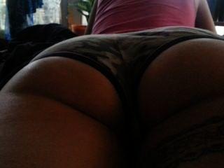 Burro apertado em shorts booty lydia