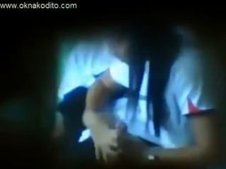 Sexo adolescente amador travado na câmera escondida do espião