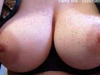 Amador mostrando lindos peitos na compilação cam