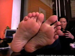 Nina fuzzy meias e pés