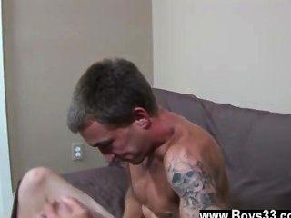 Twinks surpreendentes como ele lamentou em gozo da sensação de seu braço em seu
