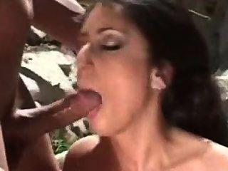 Latina ama-o na bunda