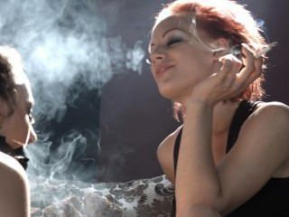 Loulou domina sub belle com seu fumo e faz com que ela por favor sua amante