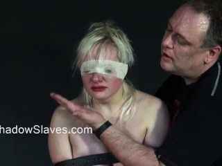 Blonde teen slavegirls áspero orgasmo e chicoteado gaiola de sub amador jovens