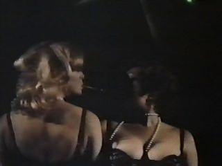 Dois espiões femininos com calcinha florida (1979) filme completo