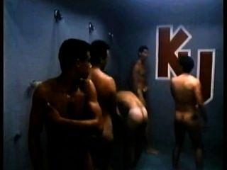 Robbie benson e amigos em chuveiros ku em execução corajoso.clássico!