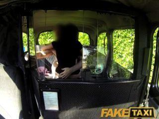 Faketaxi sexy pintainho preto faz vingança sexo fita com motorista de táxi
