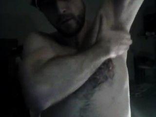 Porco peludo erotica mostrando axila