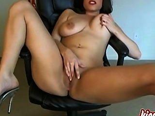 Madura morena lindo quer que você vê-la masturbando!