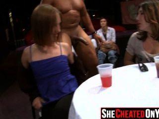 25 strippers obtêm fundidos na festa de sexo cfnm 07