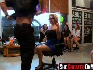 28 strippers são explodidos na festa de sexo cfnm 26