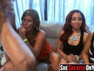 21 meninas de festa fodendo no clube com strippers 35
