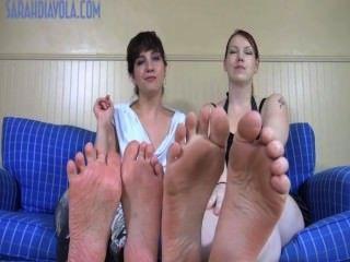 Pés enormes pés minúsculos