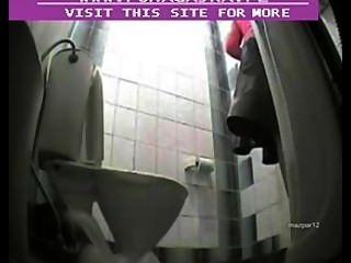 Cam escondido em banheiro público