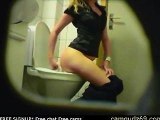 Loura amador teen banheiro pussy ass escondido espião cam voyeur 9 sexo livre ao vivo