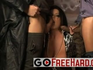Hot italian chick fucked por 2 caras