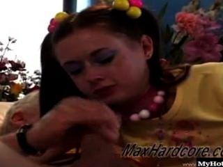 Ann harlow é apenas a mais linda morena de 18 anos de idade, com