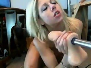 Garganta cutie loira muda fucked por máquina de foda