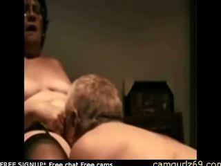 Senhora amadora velha agradando-se em vídeo ao vivo de sexo sexo sexo não se inscrever