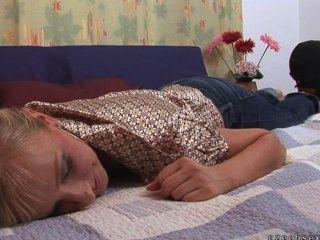 Melhores reações de cócegas de sono já gravadas!