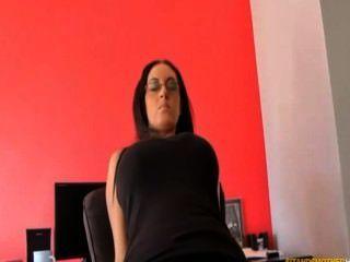 Burro sufocando facesit leggings pretos