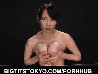 Akane yoshinaga joga com vibrador em latas