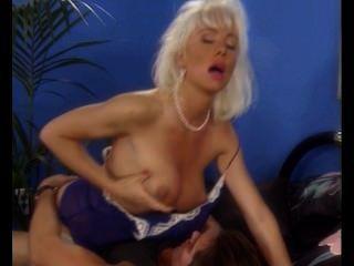 Beleza loura masturbando quando assfucked, helen duval tt boy