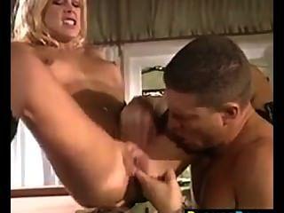 Garota loira sexy fodido na bunda