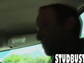 Amador stud fica ass fucked em uma van por um grande galo