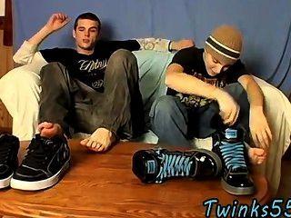 Gay clip de pé play jack off meninos