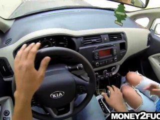 Incrível adolescente sexy na rua ofereceu dinheiro para foder