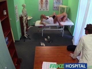 Fakehospital sujo médico e enfermeira impertinente tanto prazer pacientes pussy