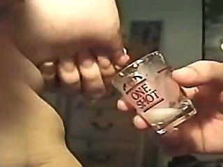 Amamentação em um copo (solicitada)
