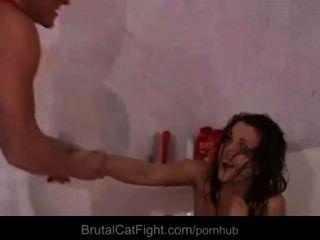 Slutty quarto mates meninas hard catfighting para um anel