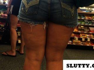 Grande booty em calções jeans