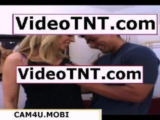 Gravação de uma esposa milf em seu filme pornô noiva
