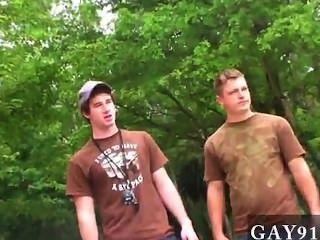 Vídeo gay dildo na bunda, drenagem fora enquanto um pônei relógios, e