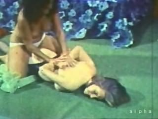 Boobs grandes do vintage e catfight